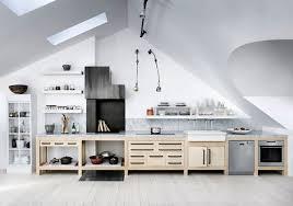 cuisine sous pente comment créer une cuisine combles idée aménagement