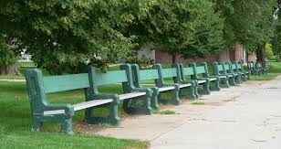 park benches file grant nebraska city park benches 1 jpg wikimedia commons