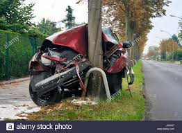 accident car crashed tree stock photos u0026 accident car crashed tree