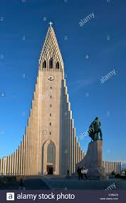 cathedral and statue of leif eriksson at sunset reykjavik