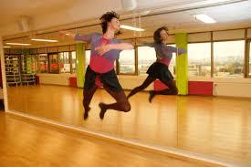 Cermin Senam gambar melompat menari cermin peristiwa hiburan olahraga