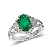 green wedding rings halle berry s engagement ring textured gold engagement ring with