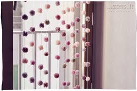 tuto deco chambre diy un rideau de pompons zess fr lifestyle mode déco