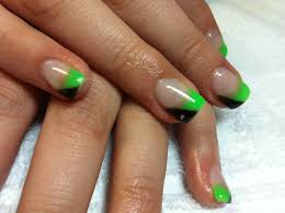 check out these amazing half green half black nails with the