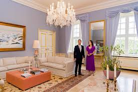 kensington palace apartment 1a photos from the meeting reveal that the royal couple has chosen a