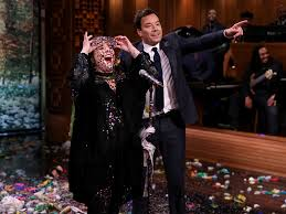 melissa mccarthy belts out u0027colors of the wind u0027 for tonight show