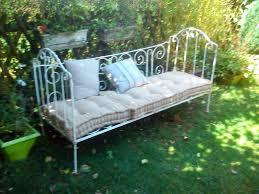 canapé lit fer forgé si la deco canape en fer forge sieste romantique lit banquette