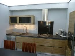 cuisine design bois ilot central granit cuisine design bois sur mesure cuisine à