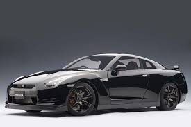 nissan gtr skyline r35 autoart die cast model nissan gt r r35 super black premium