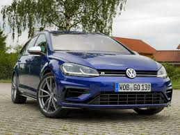 volkswagen passat 2018 2018 volkswagen gti vs golf r which hatch should you buy