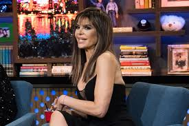 how does lisa rinna fix her hair lisa rinna admits which housewife she feels does not own it