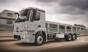 truck tesla damiler and tesla bring fully electric hgvs a step closer