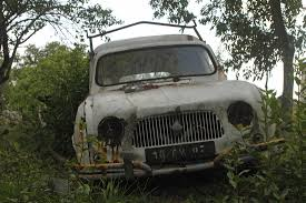 old rusty cars renault rust in peace car wreck rusty car wrecks wrecks rust