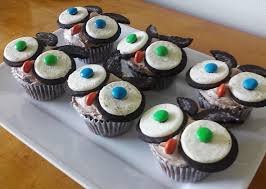 owl halloween cupcakes fun halloween party desserts series angry owl cupcakes daily