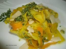 cuisiner courgette jaune tagliatelles de courgettes au pesto de fanes de carottes