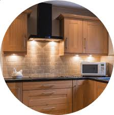 what color backsplash with honey oak cabinets oak kitchen cabinets all you need to
