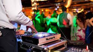 wedding dj wedding djs vs live bands mitchell media dj artistic