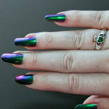 a basic duo chrome nail polish that transitions between purple and