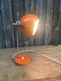 le de bureau orange le de bureau ou d atelier à poser par vintageorangebazar sur