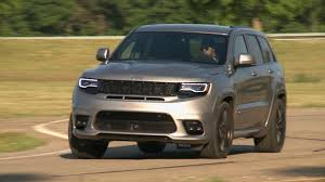 jeep cherokee grey 2017 jeep knowledge center footage of the 2017 grand cherokee srt