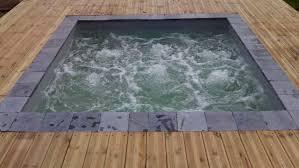 Bassin Nage Contre Courant équipements De Confort Et Loisir Dans Une Piscine En Bois