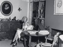 monroe house tour marilyn monroe s apartment in the beverly carlton hotel and