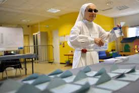 bureau de vote tours monde législatives les photos du second tour que vous