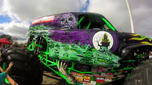 grave digger 30th anniversary monster truck grave digger truck por dentro youtube