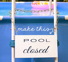 how to make an easy pool closed sign