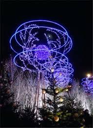 christmas tree solar lights outdoors outside christmas tree with lights walkway trees outdoor wreaths