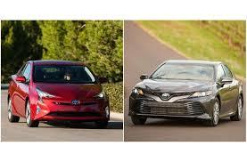 toyota prius vs camry 2017 toyota prius vs 2018 toyota camry hybrid to