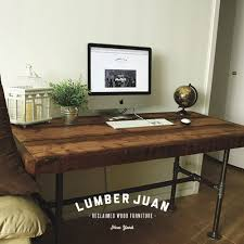Diy Barn Wood Table Top by Best 25 Reclaimed Wood Desk Ideas On Pinterest L Desk Rustic