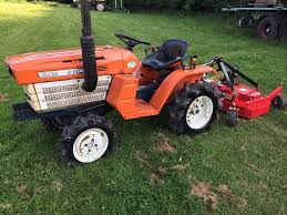 kubota b1200 4wd compact tractor with new 4ft finishing mower