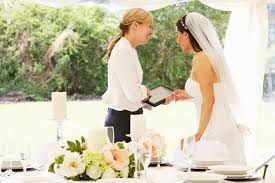 local wedding planners difference between wedding planner wedding coordinator and