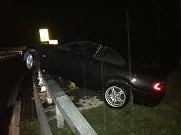 Gesundheitsamt Bad Kreuznach Pol Pdkh Auto Landet Nach Verkehrsunfall Auf Brückengeländer