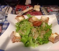 amour et cuisine salade biquette et plateau découverte avec un vin st amour