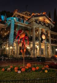 When Do Halloween Decorations Go Up At Disneyland 87 Best Disney Halloween Images On Pinterest Disney Halloween
