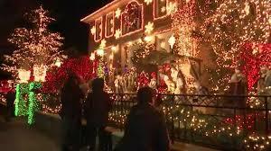 christmas lights in brooklyn neighborhood draw tourists from