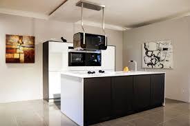 kchen mit inseln schwarz weiße moderne küche mit insel