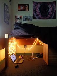 Free College Dorm Loft Bed Plans by Best 25 Dorm Arrangement Ideas On Pinterest Dorm Room Layouts