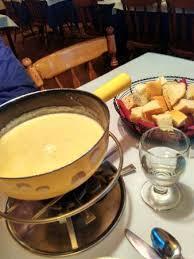 comi de cuisine um dos melhores foundes que eu já comi o de queijo estava divino