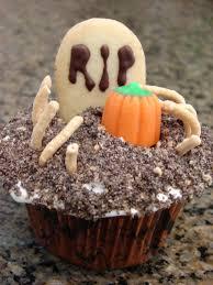 graveyard halloween cake halloween graveyard cupcakes