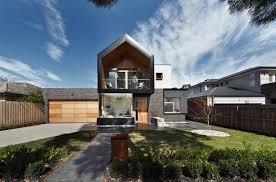 striking modern home in australia wraps around a central courtyard