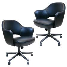 Armchairs For Sale Pair Of Eero Saarinen Executive Swivel Armchairs For Knoll In