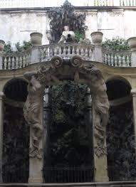 il cortile genova fontana in un cortile interno a via garibaldi foto di palazzi