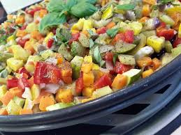 legumes cuisine brunoise de légumes sur plat crisp la recette facile par toqués