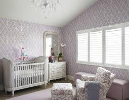chambre bébé peinture murale couleur chambre bébé osez le violet