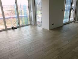 uncategorized kühles wohnzimmer fliesenboden grau schlafzimmer