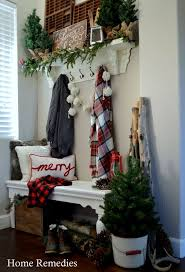 Outdoor Entry Christmas Decor by Best 25 Christmas Entryway Ideas On Pinterest French Country