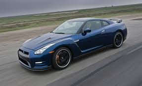 nissan gt r reviews nissan gt r price photos and specs car